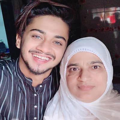 Hasnain-Khan-Mother