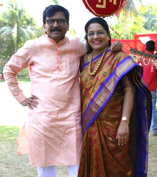 Sanjay-Raut-with-his-wife-Varsha-Raut
