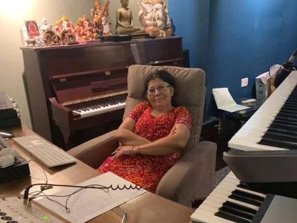 tanishk-bagchi-mother