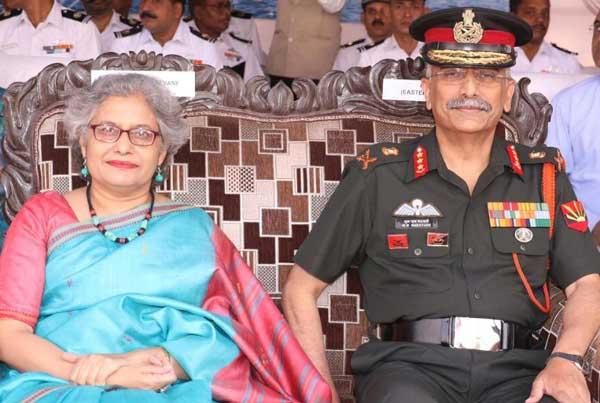 manoj-mukund-naravane-with-wife