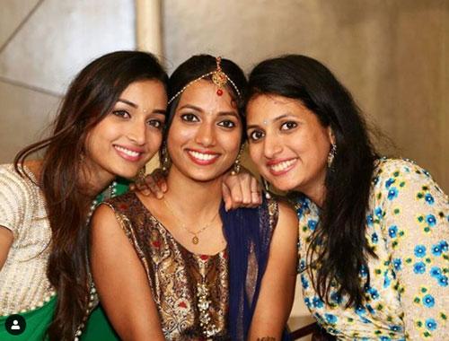 srinidhi-shetty-sister