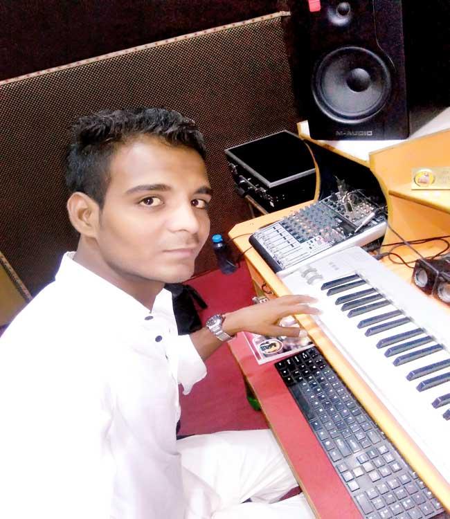 anil-nayak-singer-2