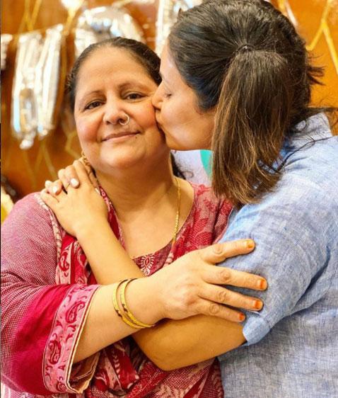 hina-khan-mother